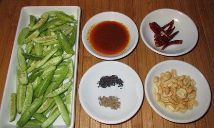 Crabe au curry et tindoras (Gang Kua Pboo Loog Tum Lueng) (แกงคั่วปูลูกตำลึง)