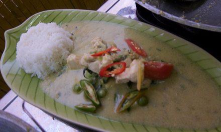 Poulet au curry vert (Kai kab kaeng Kiew wan) (ไก่กับแกงเขียวหวาน)