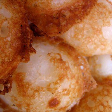 Gateaux à la noix de coco (Khanom Khrok) (ขนมครก)