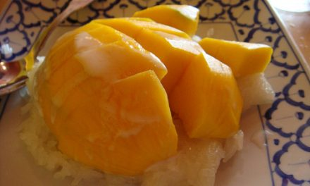 Riz gluant à la mangue (Khao niao mamuang) (ข้าวเหนียวมะม่วง)